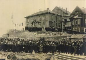 Grubbehaugen-1922 Avduking Cort Adeler monumentet på hans 300-års fødseldag.